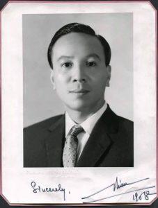 1-chan-dung-va-chu-ky-cua-trung-tuong-nguyen-van-thieu-chu-tich-uy-ban-lanh-dao-quoc-gia-1968
